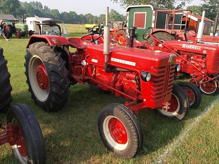 Mc Cormick D-432 tractor