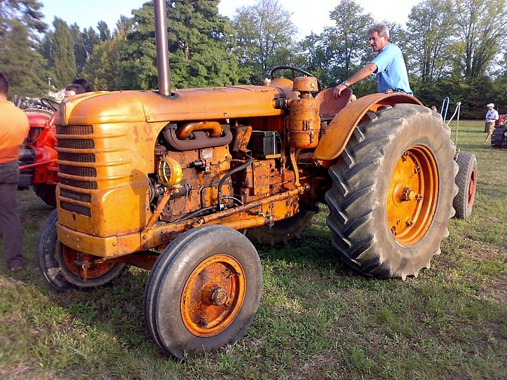 Photo of Fiat 80R tractor