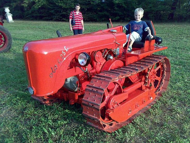 OTO C25C crawler tractor