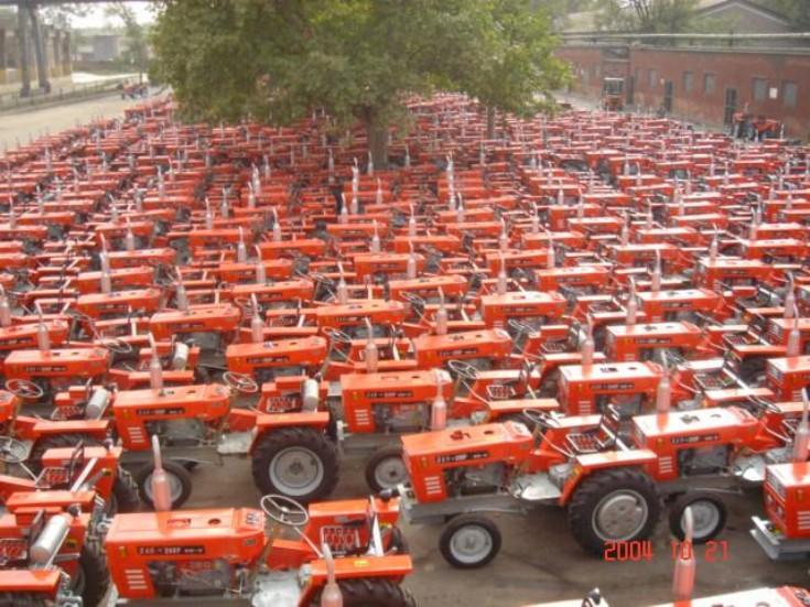 YTO Tractor Traffic Jam