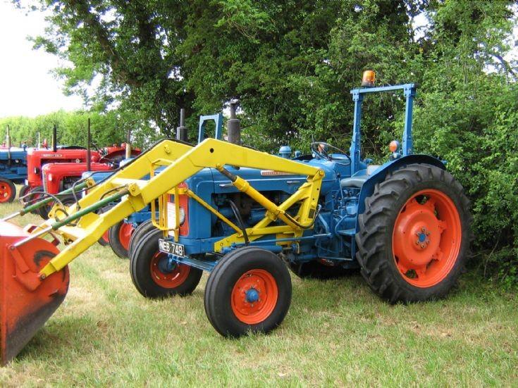 Super Dexta Tractor : Tractor photos fordson super dexta