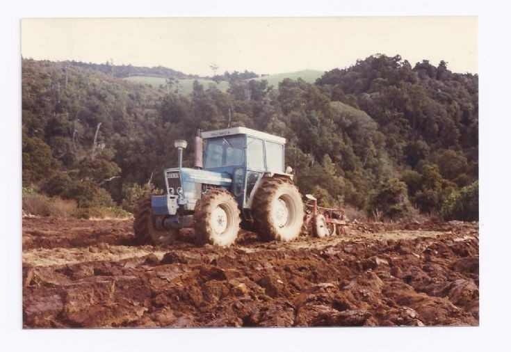 Photo two of Ford 7600