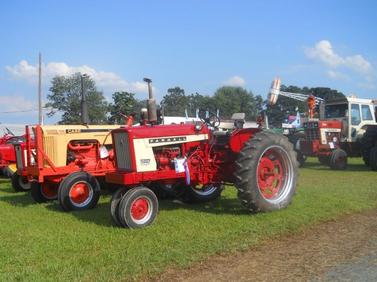 International 504 Tractor : Tractor photos farmall