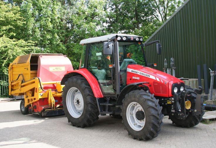 Massey Ferguson 5445 Dyna 4 Tractor.