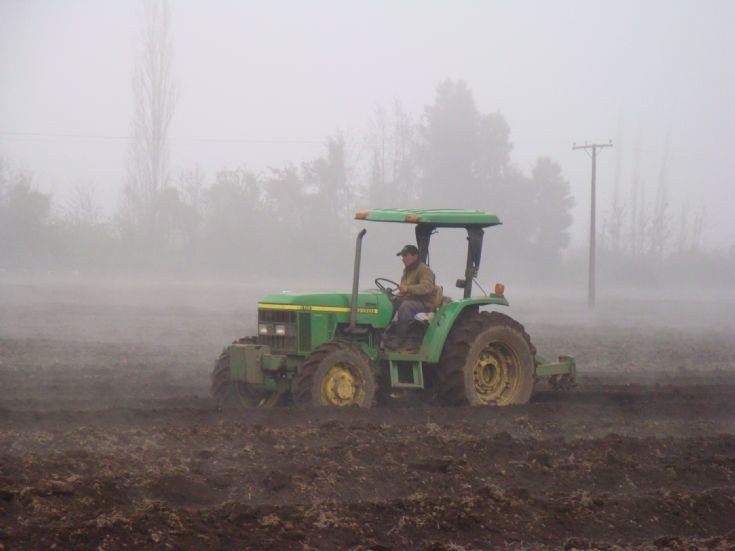John Deere 5715 from Chile