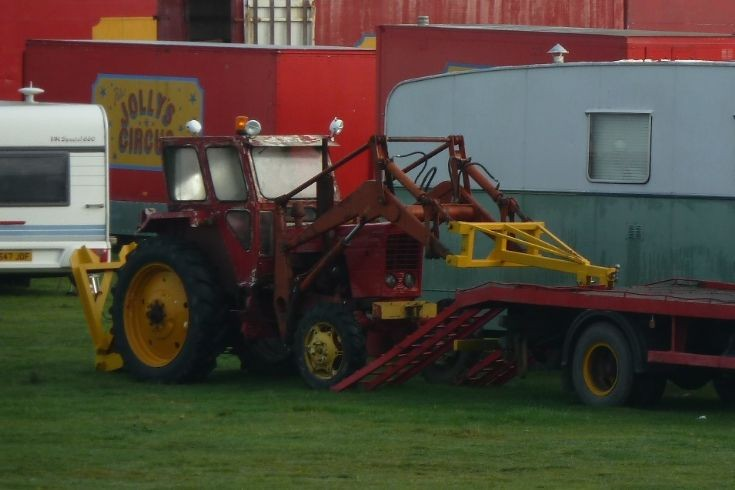 Belarus MTZ loader tractor Jollys Circus