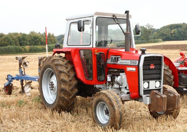 MF 590 at Binfield Heath (UK)