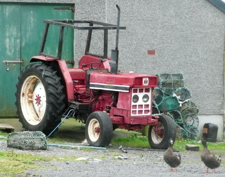 Decrepit tractor, Eriskay