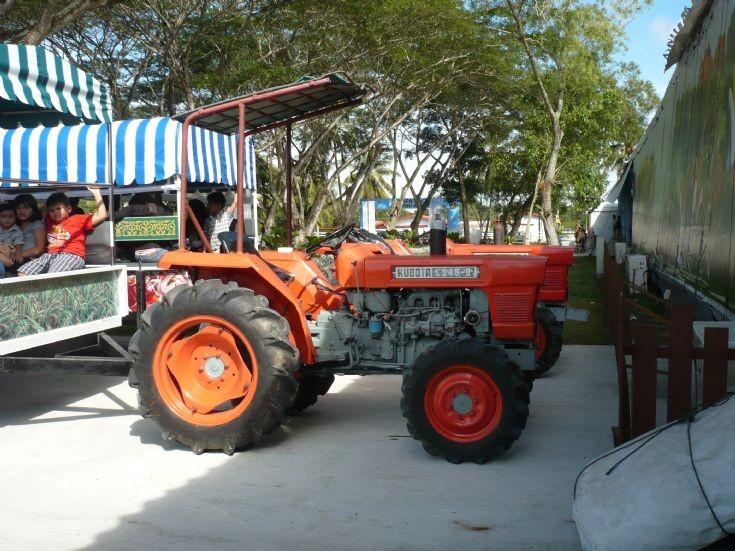 Kubota 1245 tractor