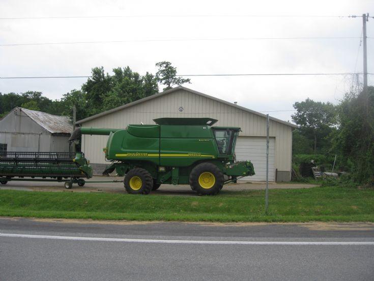 John Deere 9660 combine in Newville, PA