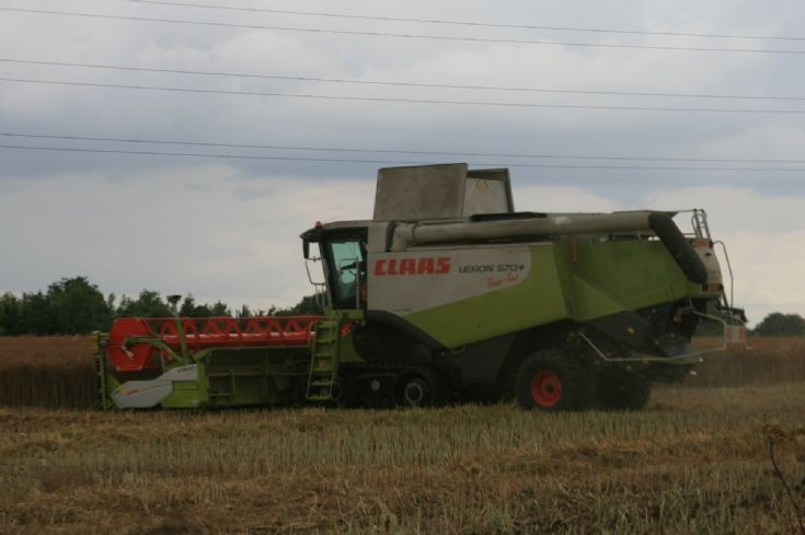 Claas Lexion 570+ in Lincolnshire