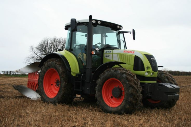 Claas Arion 630.